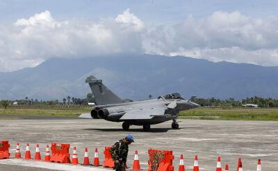 Awaryjne lądowanie francuskich myśliwców w Indonezji