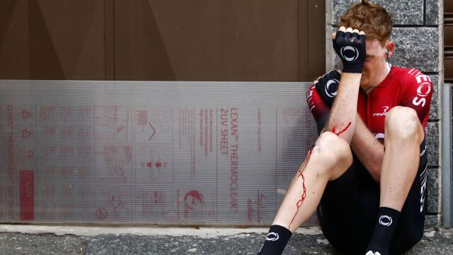 Jeden z najsmutniejszych obrazków Giro. Upadek pozbawił go marzeń