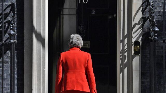 """Juncker """"bez radości"""", Merkel  """"z szacunkiem"""". Reakcje na decyzję May"""