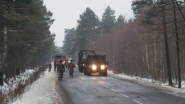 Ciężarówka amerykańskiej armii zderzyła się z busem. Dwie osoby ranne