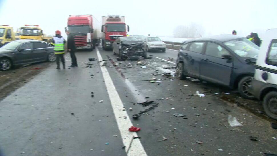 W karambolu wzięło udział 55 aut. Jedna osoba zginęła, 33 trafiły do szpitala. Trzej kierowcy staną przed sądem