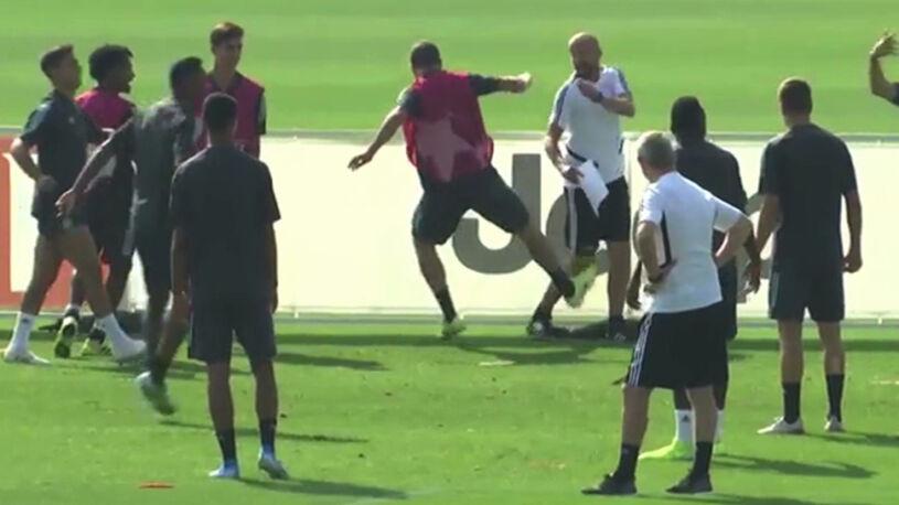 Skandaliczne zachowanie Higuaina Podczas zajęć kopnął trenera