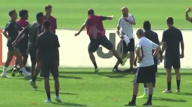 Podczas zajęć specjalnie kopnął trenera. Skandaliczne zachowanie zawodnika Juventusu