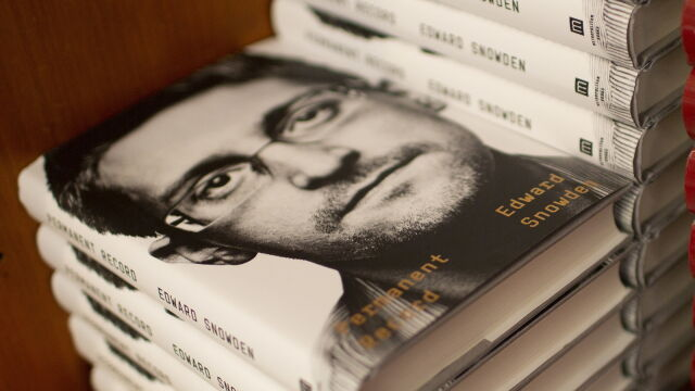 Snowden wydał książkę.