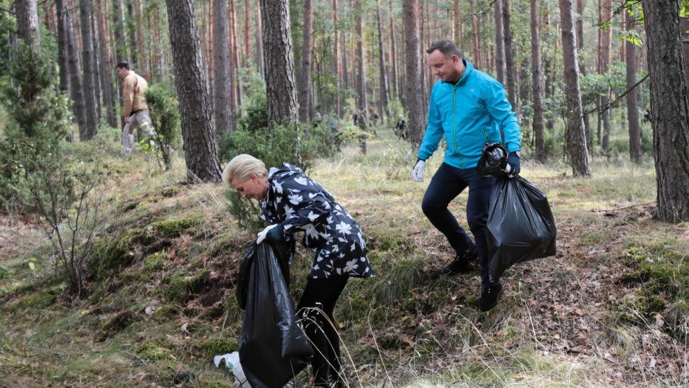 Para prezydencka pojechała posprzątać las