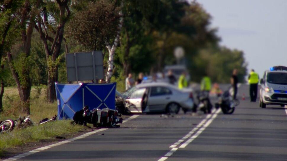 """Wjechała w grupę motocyklistów, jedna osoba zginęła. Zatrzymano jej prawo jazdy, """"na zarzuty za wcześnie"""""""