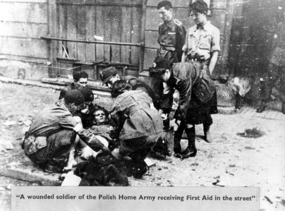 Udzielanie pomocy rannemu na ulicy