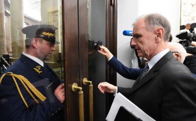 """""""Wpuścić senatorów!"""". Galeria sejmowa wciąż zamknięta"""