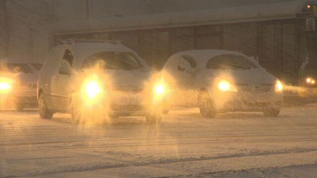 Korki, zaśnieżone drogi i samochody. Poznań pod śniegiem