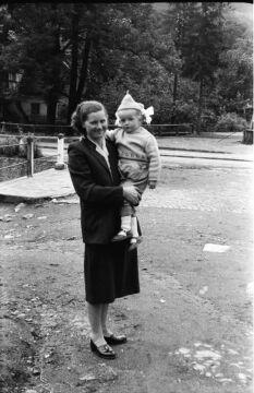 Babcia i mama opiekuna fotografii