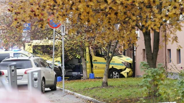 Uprowadzona karetka w Oslo, strzały. Co najmniej trzy osoby ranne, w tym dwoje małych dzieci