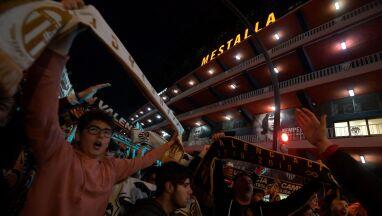 Tłumy przed stadionem. Kibice Valencii nie zapomnieli o futbolu