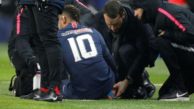 """""""Paryż zmartwiony Neymarem"""". Może nie zdążyć na Manchester"""