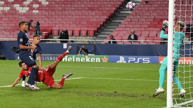 Najpierw przeszkodził słupek, później bramkarz. Lewandowski był bardzo blisko gola