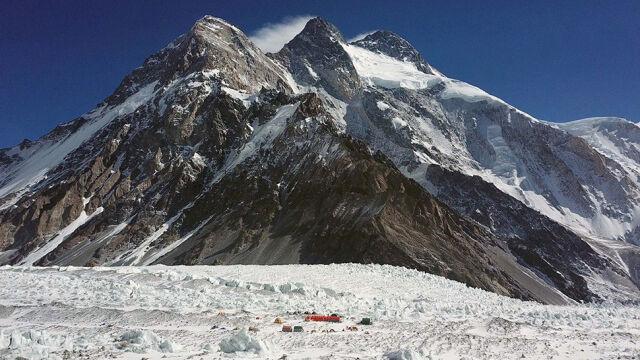 Pracowity dzień na K2. Bielecki i Urubko nocują nad Kominem House'a