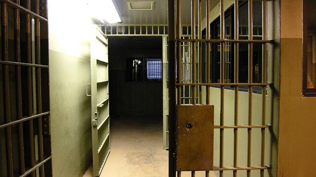 20 lat więzienia za sprzedawanie tego samego telefonu. Bali się mu powiedzieć, ile dostał