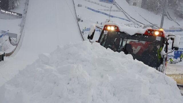 """Atak zimy w Bischofshofen. """"Od rana trwa usuwanie mas śniegu"""""""