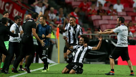 The Greeks surprised the favorites. The issue of promotion to the Champions League is open