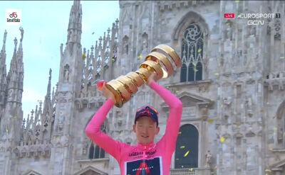 Geoghegan Hart z pucharem za triumf w Giro d'Italia