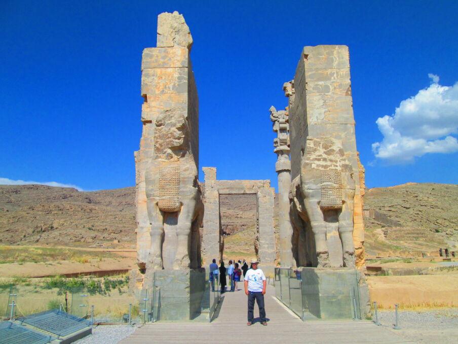 Podróż dookoła Morza Kaspijskiego. Brama Persopolis