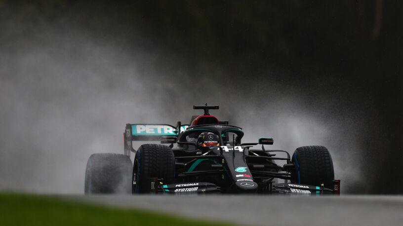 Deszcz mistrzowi niestraszny. Hamilton z pole position