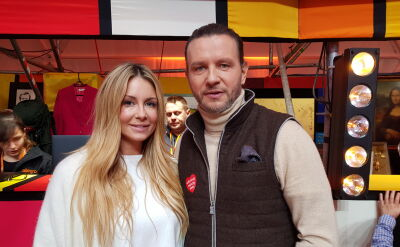 Małgorzata Rozenek-Majdan i Radosław Majdan przekazali piłkę z autografami piłkarzy reprezentacji