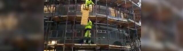 Polscy robotnicy w Oslo budują i śpiewają