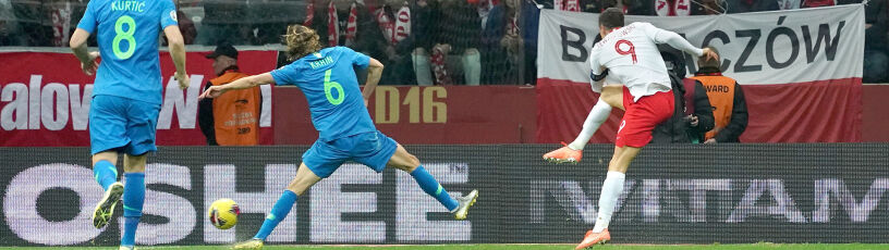 """Lewandowski zatańczył z obrońcami, bramka marzenie. """"Najładniejsza raczej nie"""""""