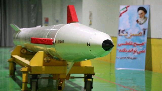 """Wyprodukowany w """"podziemnym mieście"""". Iran chwali się nowym pociskiem"""