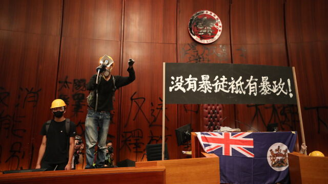 Unia apeluje o powściągliwość i dialog w Hongkongu