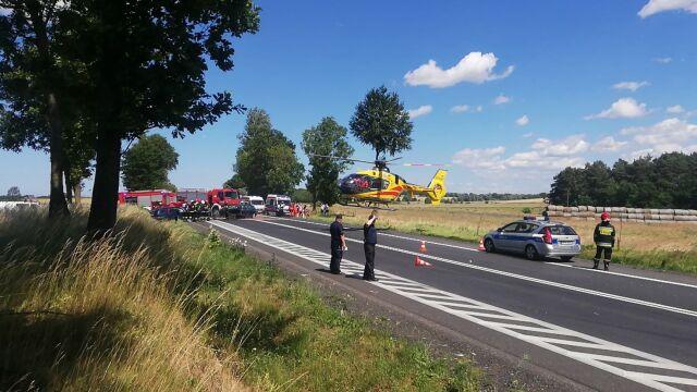 Zderzyły się cztery auta. Jedna osoba nie żyje, dwoje dzieci jest rannych