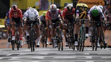 Sensacyjny zwycięzca pierwszego etapu Tour de France. CCC Team z koszulką w czerwone grochy