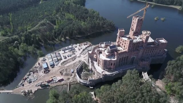 The decision to build Stobnica is repealed. The castle covers a large area
