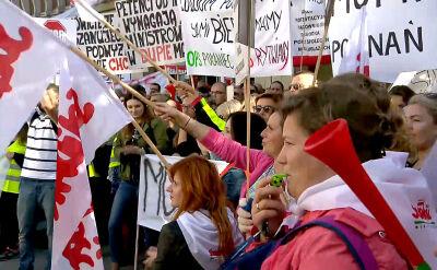 """""""Nadzieje na poprawę są bardzo słabe"""". Protest pracowników pomocy społecznej"""