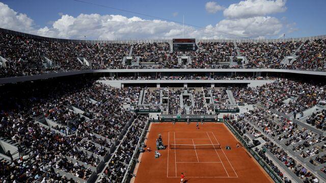 Najważniejsze mecze French Open niezagrożone. Kort centralny w końcu doczeka się dachu