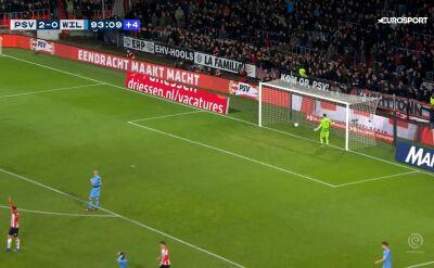 Chciał podać do kolegi, wbił piłkę do własnej siatki. Komiczny gol w meczu PSV - Willem II