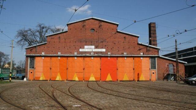 Stulatka z czerwonej cegły. Historyczna zajezdnia obchodzi urodziny
