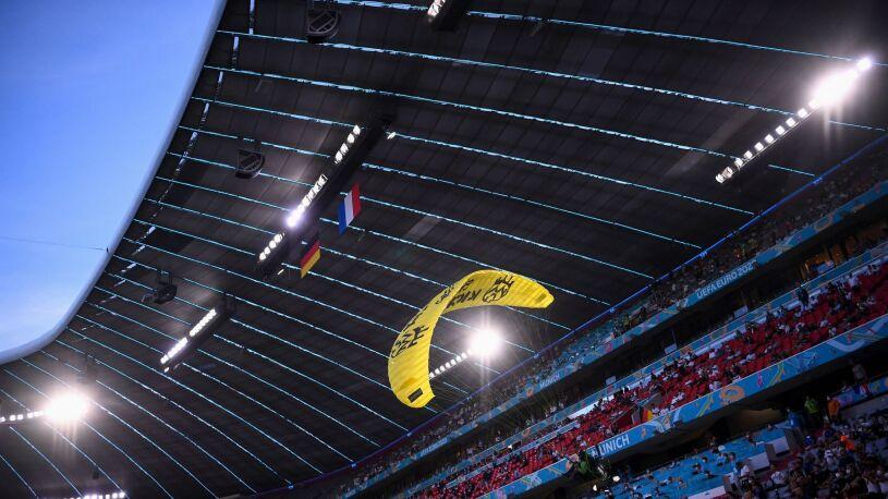 Paralotniarz igrał ze śmiercią.  Snajperzy byli już w gotowości