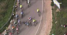 Kraksa na 2. etapie Vuelta a Andalucia. Poszkodowani zatrzymali się na środku drogi