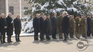 Zobacz jak prezydent omija Niesiołowskiego