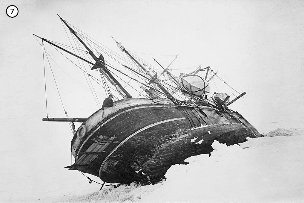 Chociaż Endurance ważył 340 ton i był wyjątkowo mocnej konstrukcji, to dla natury nie był godnym przeciwnikiem. Ruchy lodu niemal wywróciły go na burtę a później zmiażdżyły. Na rufie stoi Shackleton