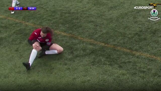 Piłkarka nastawiła sobie zwichniętą rzepkę i wróciła do gry