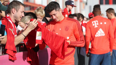 Bayern boi się koronawirusa. Selfie z kibicami niewskazane