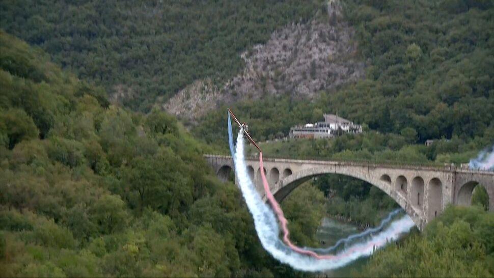 Przeleciał pod mostem dla uczczenia słoweńskiego wynalazku