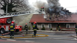 Pożar domu wielorodzinnego. Mieszkańcy stracili dach nad głową