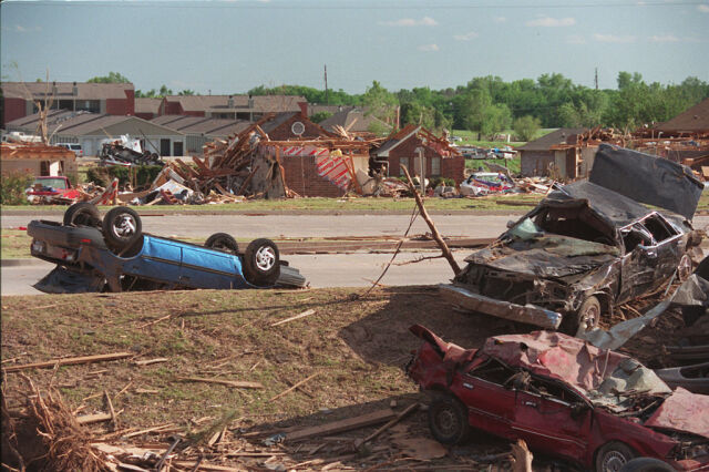 Wiało ponad 500 km/h, zrywało asfalt z drogi. Moore już raz przeżyło tornado