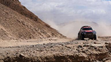 Przygoński wciąż w czołówce Dakaru. Loeb odrabia straty