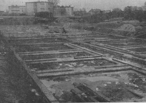 Fundamenty pod pierwszy budynek na os. Piastowskim w 1966 r.