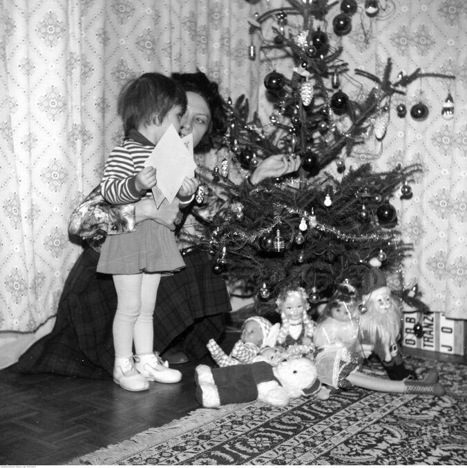Boże Narodzenie w PRL. Skromna choinka i skromne święta