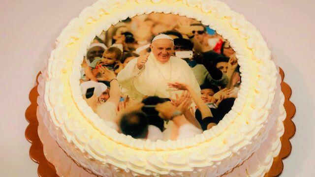 Tort o smaku mango na 82. urodziny papieża